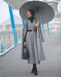 ✔ Fashion Inspiration Summer Work Outfits scarf is a vital bit inside ap Modest Work Outfits, Winter Outfits For Work, Summer Fashion Outfits, Summer Outfits Women, Work Fashion, Modern Hijab Fashion, Hijab Fashion Inspiration, Islamic Fashion, Muslim Fashion