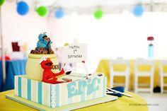 My fav Sesame Street Cake: Cookie Monster and Elmo Sesame Street Birthday Cakes, Sesame Street Cake, Elmo Birthday, 2nd Birthday Parties, Kid Parties, Birthday Ideas, Monster 1st Birthdays, Elmo Cake, Elmo And Cookie Monster