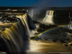 At the Iguazu Falls in Brazil is not the sun, but the full moon that creates rainbows. The special glow gives the falls a view even more special than usual.