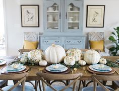 If you are looking for some fresh inspiration this season, look no further! Angela Marie Events dreamed up this modern blue and gold Thanksgiving dinner. Baby Shower Fall, Fall Baby, Baby Boy Shower, Baby In Pumpkin, Blue Pumpkin, Outdoor Dinner Parties, Thanksgiving Baby, Mid Century Modern Furniture, Baby Shower Decorations