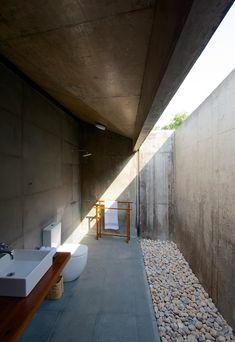 Baño exterior  #baños #bathroom