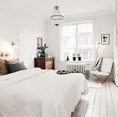 Feel fresh when you wake up in this relaxing white room