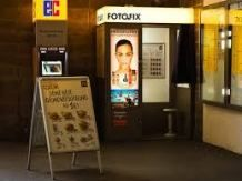Digital photo booths like this one in Germany have replaced their analog forebears. Ugly Photos, Cool Photos, Picture Booth, Photo Booths, Photo Cutout, Poses For Pictures, Best Photographers, Arcade, Street Photography