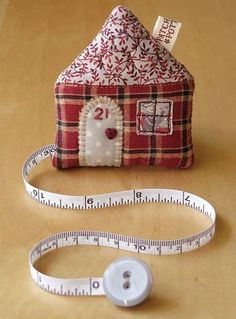 DecorLar: Lovely Patchwork Measuring tape cosy. Patchwork house