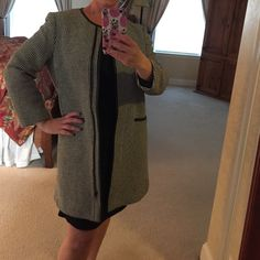 """Ann Taylor car coat with leather trim Ann Taylor black & White dot car coat with two pockets and full zipper. leather trim on collar, pockets and zipper. Three quarter length sleeves and 29"""" in length Ann Taylor Jackets & Coats"""
