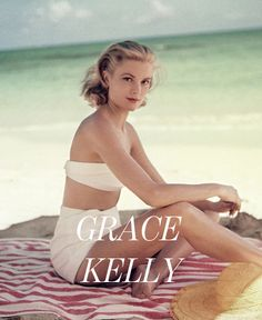 We get our holiday style inspiration through looking back at our Top 10 beach fashion icons who had iconic summer style. Grace Kelly Wedding, Grace Kelly Style, Grace Kelly Fashion, Vintage Hollywood, Hollywood Glamour, Classic Hollywood, Grace Kelly Quotes, Princesa Grace Kelly, Actrices Sexy