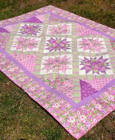 Pretty Pink Floral Twin Bed Quilt  Pink and by QuiltsClothsCovers