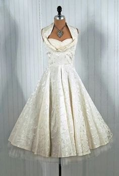 Vintage Formal Dresses so elegant http://www.persun.com.au/vintage ...