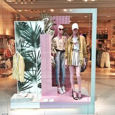 """Bershka, madrid, spain, """"tropical vibes only"""", photo by we l Boutique Interior, Boutique Decor, Window Display Design, Store Window Displays, Fashion Window Display, Visual Merchandising Displays, Visual Display, Boutique Store Front, Store Layout"""