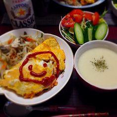 オムライスの隣は温野菜(もやし、人参、キャベツ、ピーマン、舞茸)サラダには安定の塩トマト。もっと作りたい!でもトマト高い (´;ω;`) スープはジャガイモをミキサーかけて、ポタージュに。 - 6件のもぐもぐ - オムライスとジャガイモポタージュ by ayanonii