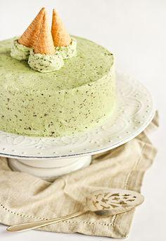 Шоколадный торт с мятной глазурью
