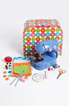 'Sew Fun' Sewing Machine & Kit http://rstyle.me/n/dpkmypdpe