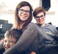 Marie et ses deux garçons, Lucas et Simon (Lucas & Marie Sans-Gênes) | One Footprint On The World