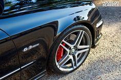 Red calipers w211 mercedes Benz e63 AMG