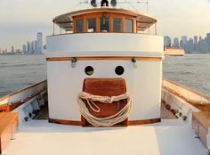 Do you see the smiley face? Things With Faces, Cool Pictures, Funny Pictures, Hidden Face, Wtf Face, Strange Places, Making Faces, Tug Boats, Animals Images