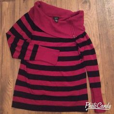 Long Sleeve Sweater (Burgundy/Black) UPDATED Perfect sweater for the fall, great with jeans or slacks. Especially flattering for curvier shapes. The fabric stretches nicely. Sized L, true to size. But could also fit XL. There is some wear on the zipper, but there are no holes, tears, or stains. Rue 21 Sweaters