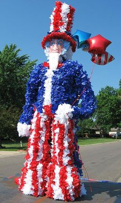Fourth of July parade float idea! A chicken wire structure and loads of tissue paper make a festive Uncle Sam parade float! 4th Of July Parade, Happy Fourth Of July, July 4th, Scary Pumpkin Carving, July Crafts, Patriotic Crafts, Patriotic Party, 4th Of July Decorations, Halloween Pumpkins