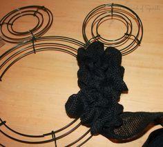 Minnie Mouse wreath tutorial