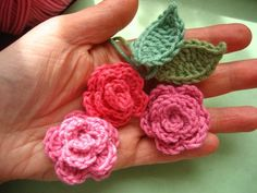 This is my pattern for these adorable May Roses, a sweet little floral decoration for all sorts of prettifying projects. Make them into brooches, attach them to hats, bags, hair slides, cardigans. Assemble a whole bunch of them to prettify...