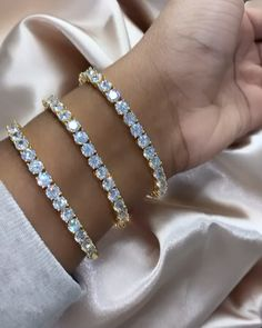 ▶ Diamond Tennis Bracelet in Gold Diamond Tennis Bracelet in Gold 🤩 Gold Gold, White Gold, Diamond Bracelets, Diamond Jewelry, Diamond Earrings, Silver Bracelets, Cute Jewelry, Jewelry Accessories, Women Jewelry