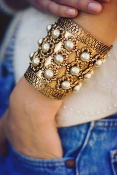 <3 gold and pearl bracelet