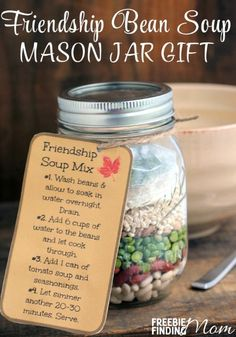 Friendship Bean Soup Mason Jar Gift - There is no need to be a Martha Stewart or a Julia Child to make this easy and thoughtful DIY gift in jar, simply purchase the ingredients, add them to the jar, and voila! you've got a hearty, tasty soup that any frie Mason Jars, Mason Jar Meals, Mason Jar Gifts, Meals In A Jar, Gift Jars, Canning Jars, Diy Gifts In A Jar, Homemade Gifts, Easy Gifts