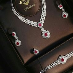 Diamond Necklaces : From At Jewellery Salon Exhibition 2017 the most Luxuriou. - Buy Me Diamond Diamond Necklace Set, Diamond Jewelry, Diamond Bracelets, Diamond Rings, Bild Girls, Sterling Necklaces, Jewelery, Jewellery Box, Jewellery Shops