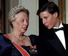 Order of Splendor: Queen Maud went home to Britain in 1938, taking her grand diamond tiara with her, and died during her stay. The tiara stayed in Windsor Castle until 1953, when Prince Olav and Princess Martha took it home to Norway after the Coronation of Queen Elizabeth II. However, Princess Martha died soon after, and the tiara passed to Princess Ragnhild in 1968, when Prince Harald married Sonja. Princess Ragnhild died in 2012 and the piece is thought to have reverted to the King.