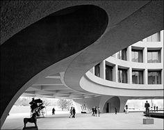 Hirshhorn Museum and plaza (designed by Gordon Bunshaft) by Ezra Stoller, 1974