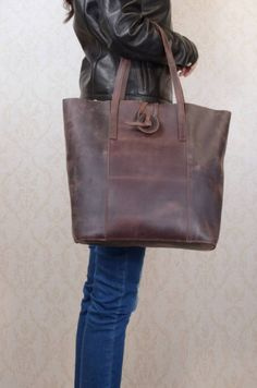 Are you interested in our Leather tote bag? With our leather shopping bag you need look no further.