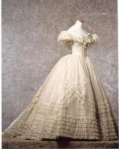 """Vestido diseñado por Piero Tosi para Claudia Cardinale, en el papel de Angelica Sedara, en """"El gatopardo"""" (Il gattopardo). 1963"""