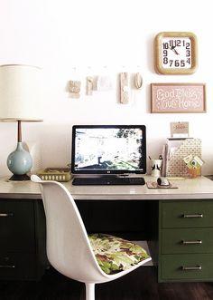 retro desk - love green!