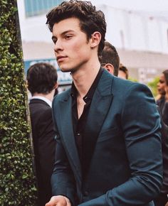 I like what I like — I love finding these random pictures of Shawn that. Charly Puth, Mendes 98, Harry Styles, Dream Cast, Fangirl, Singer Songwriter, Foto Gif, Shawn Mendes Wallpaper, Francisco Lachowski