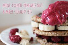 Vegan sein – geht das wirklich? Heute gab es leckerlecker Mini-Crunch-Pancakes mit Himbeer-Joghurt-Eis zum Frühstück...