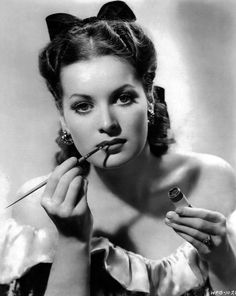 Maureen O'Hara, omg she's beautiful, love her in all those John Wayne movies :)