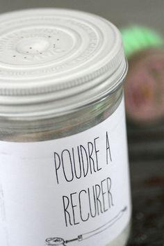 Mélanger du bicarbonate de soude avec de la poudre d'argile blanche ou verte