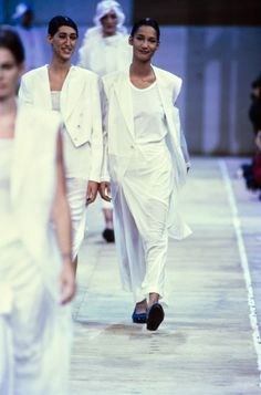 Comme des Garçons Spring 1992 Ready-to-Wear Fashion Show - Gisele Zelauy, Marpessa Hennink