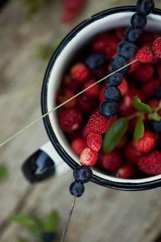 Mustikoita ja metsämansikoita🍓 Blueberrys and strawberrys 💜 Still Life Photography, Food Photography, Local Milk, Sour Cocktail, Berry Picking, Clean Plates, Easter Table Decorations, Wild Strawberries, Salad Bar