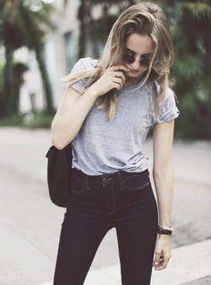 Slim brut taille haute + tee-shirt gris loose aux manches roulottées - Tendances de Mode