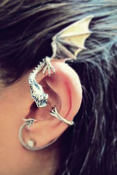 Dragon ear-cuff. I want!