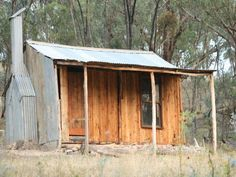 Here's to the shepherds of the Late Colonial Period of NSW. That wool boom needed these people. Australian Architecture, Australian Homes, Australian Sheds, Shipping Container Homes Australia, Wooden Shack, Tin House, Small Cottages, Natural Homes, Farm Stay