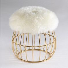 With a warm and friendly personality, Andy stool is an artistic combination of a polished brass structure and high-quality sheepskin. This gracious union is the perfect trendy addition to the coziest corner of the house.