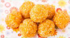 Backen macht glücklich | Roh, vegan, bunt: Aprikosen-Kokos-Konfekt ohne Zucker | http://www.backenmachtgluecklich.de
