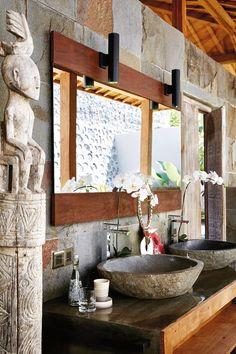 The most beautiful villa in Bali A bathroom at Villa Joglovina in Bali. The Most Beautiful Villa In Bali. Balinese Decor, Balinese Bathroom, Indonesian Decor, Bali Decor, Schönheitssalon Design, Villa Design, Design Ideas, Outdoor Bathrooms, Coastal Bathrooms