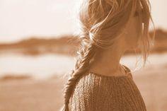 Fishtail Braid // 10 of the Best Hair Tutorials hair hair Hair style hair colors Messy Fishtail, Messy Braids, Loose Braids, Side Braids, Messy Buns, Summer Hairstyles, Pretty Hairstyles, Braided Hairstyles, Hairstyle Braid