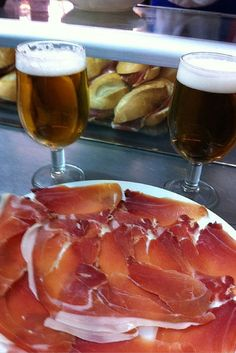 It's all things ham at the Museo del Jamón! devourspain.com