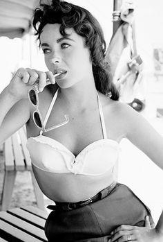 Elizabeth Taylor, en la lente de Frank Worth (1956).