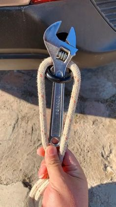 Survival Knots, Survival Tips, Survival Skills, Rope Crafts, Diy Crafts Hacks, Pvc Pipe Crafts, Paracord Knots, Rope Knots, Simple Life Hacks