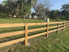 Driveway Fence, Driveway Landscaping, Front Yard Fence, Backyard Fences, Fenced In Yard, Pasture Fencing, Ranch Fencing, Country Fences, Rustic Fence