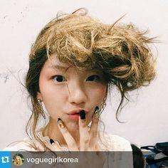 #Repost from @voguegirlkorea #보그걸 에올라온 진경이의 셀카 가져오기 ㅎㅎ 귀여워 #김진경 @jinkyung3_3 #스티브요니 @stevejandyonip @macpro_korea @unistella_by_ek_lab #sfw #ddp #steveyoni #fashion #nails #nailart #nailartist...
